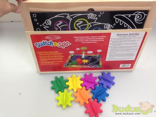 木製磁力遊戲板背面有設計圖板收納空間