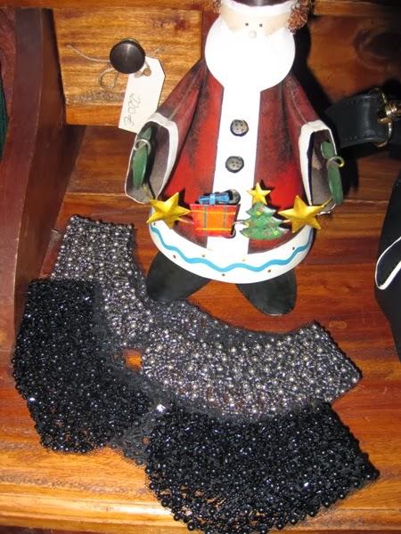Cuellos de pedrería negro y plateado