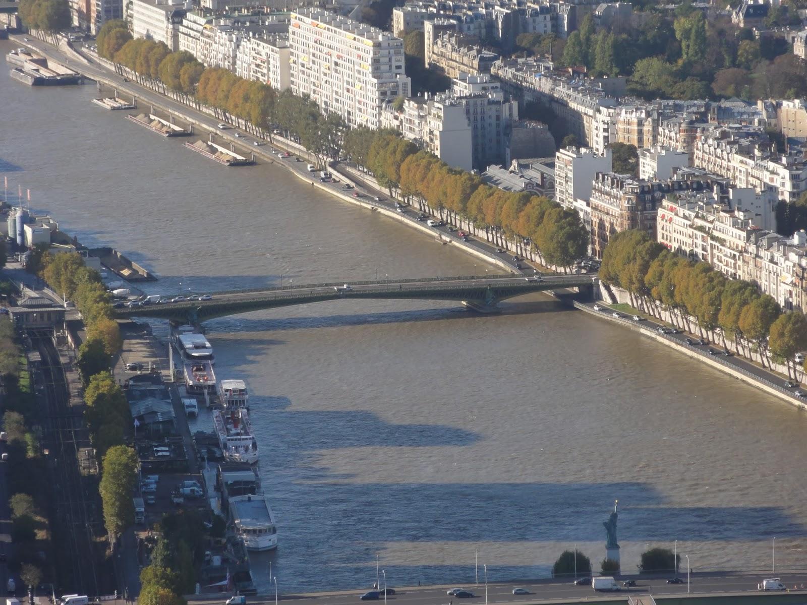 pont mirabeau paris historic walks. Black Bedroom Furniture Sets. Home Design Ideas