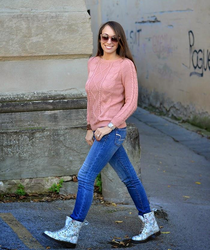 maglione rosa a trecce