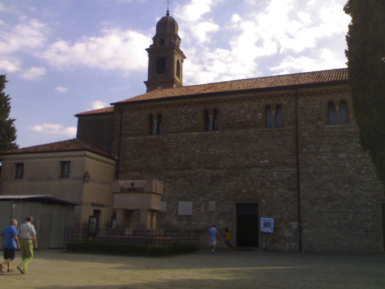 Zia davanti alla chiesa - 2 3