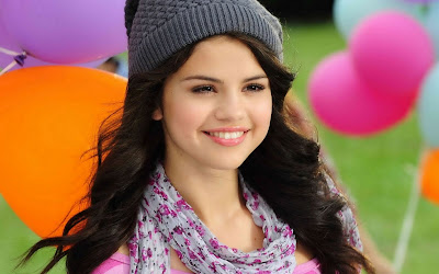 Salena Gomez Love teen singer Wallpaper