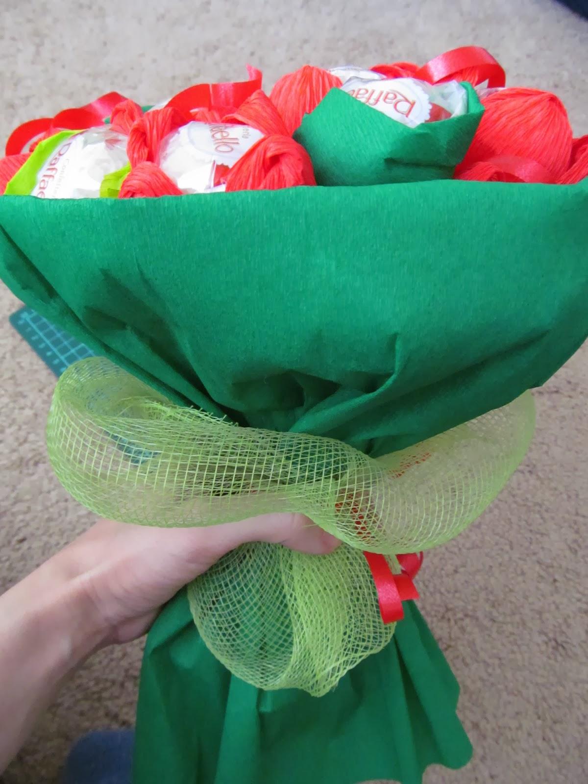 Как сделать букет из конфет своими руками: мастер-класс 51