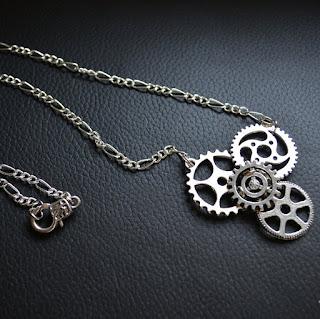 https://www.etsy.com/fr/listing/238983010/collier-steampunk-couleur-argent?ref=shop_home_active_1