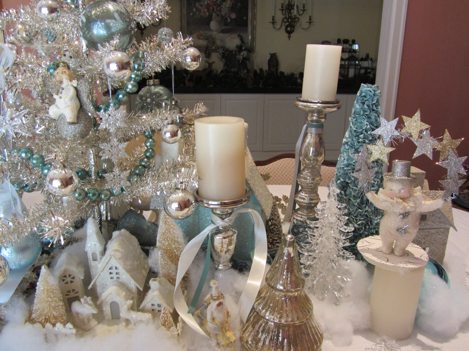 Silver and white christmas table decorations - Monday January 9 2012