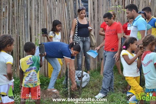 O evento contou com o apoio de moradores, alunos, professores, do Diretor da Escola Monteiro Lobato e da Coordenadora do NEA, Franciene Azevedo. Além de Vívian Araújo, Gerente da Agência dos Correios do Município e do carteiro Rogério Alves dos Santos.