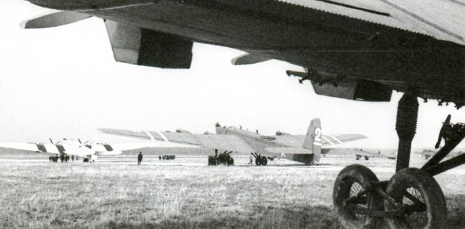 Группа ТБ-3 на аэродроме