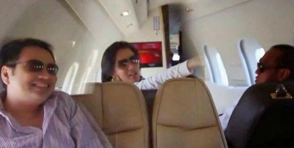 Foto Ical dan Marcella di Pesawat
