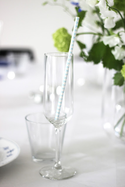birthday brunch with bubbles, white and blue table setting, via http://www.scandinavianlovesong.com/