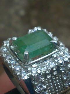 natural emerald or zamrud