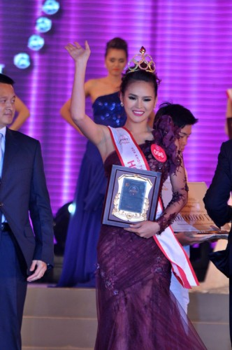 Lai Huong Thao waves to the crown after winning the Miss Supranational Vietnam 2012