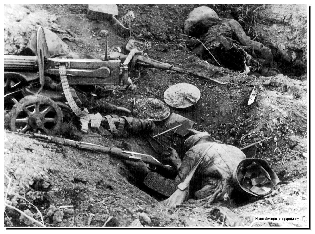 Soviet machine gun crew killed fighting