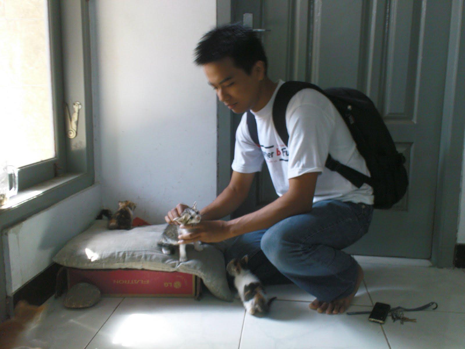 Kucingku Sayang Kucingku Malang Sugiarno Pertama