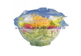 Salade dans son emballage en plastique transparent à couvercle