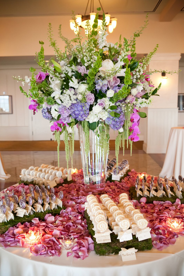 Fabulous escort cards displays belle the magazine for Ideas for wedding place cards table