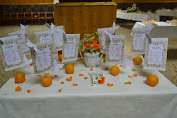 mesero decorado con naranjas