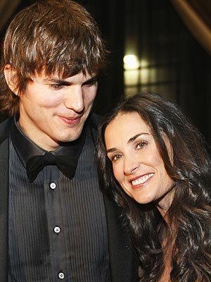 Six cover stories about the Demi Moore-Ashton Kutcher divorce announcement ...