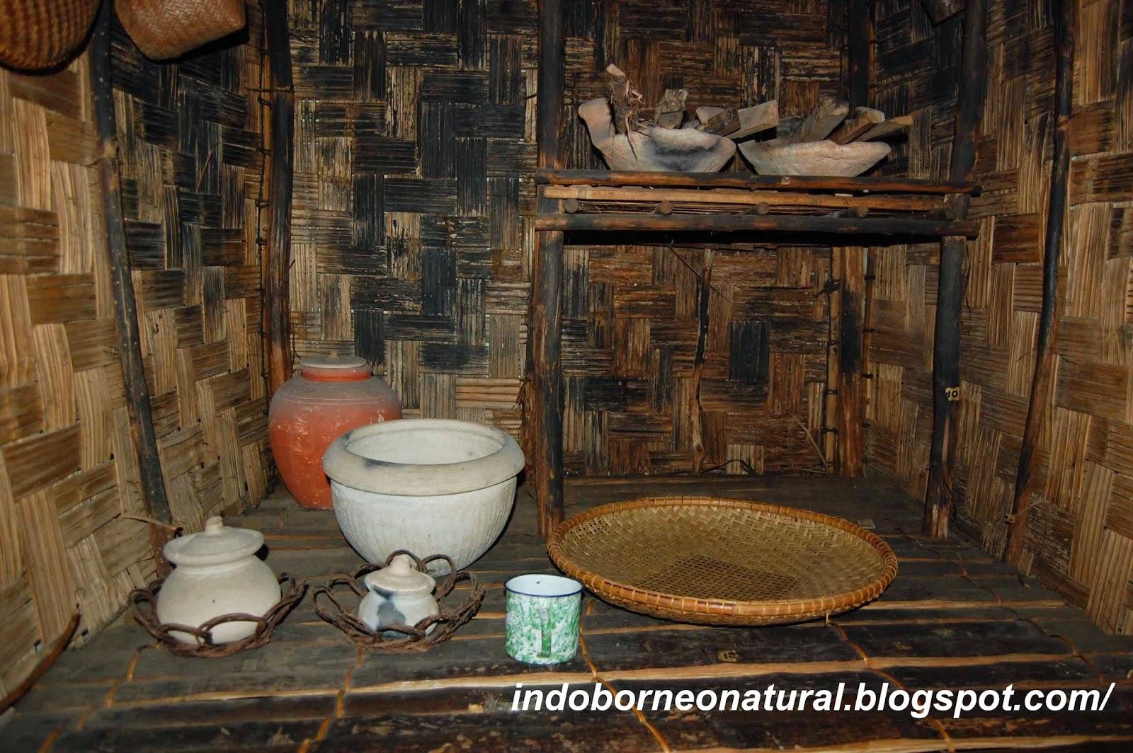 Houseshold equipments of borneo seni budaya indonesia for Traditional kitchen equipments