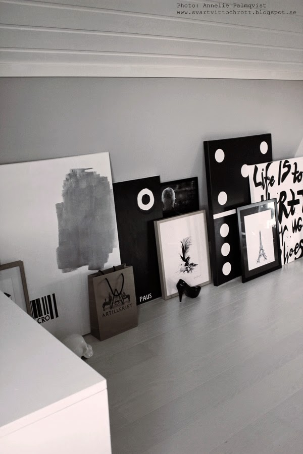 snedvägg, snedväggar, tavelvägg, svartvita tavlor, tavla, tavlorna, canvas, diamant, diamanter, fjäder, print, prints, konsttryck, färgprov, alcro,