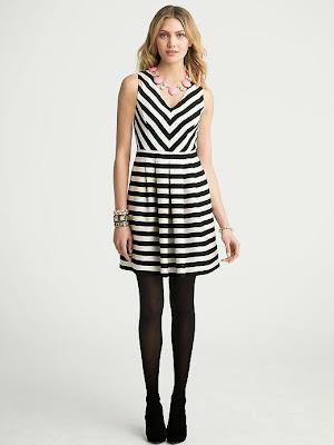 siyah beyaz çizgili pileli elbise, kolsuz elbise