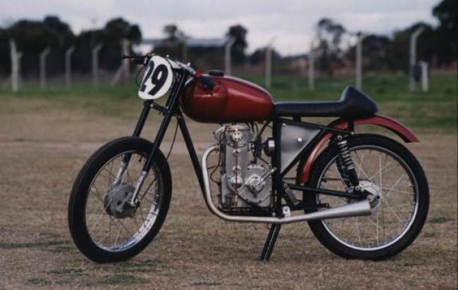 CAFE RACER, building a cafe racer, yamaha cafe racer, honda cafe racer, cafe racer for sale, cafe racer jacket, triumph cafe racer, cafe racer kit, cafe racer parts