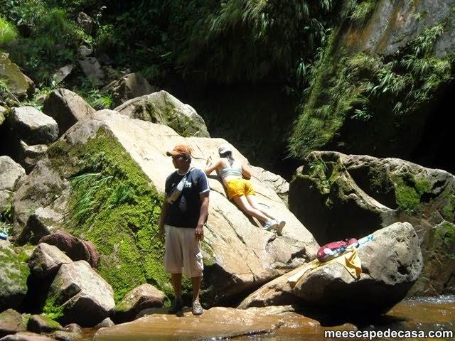 Orillas de la Cascada Tamushal, en la caminata (Juanito y Paquita)