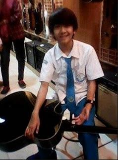 Foto Iqbal Coboy Junior Main Gitar
