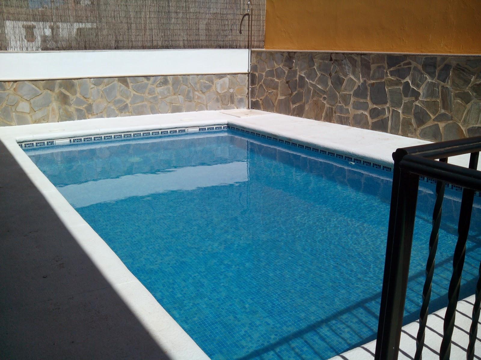 Casa sierra de c diz patio piscina sol rium porche for Barbacoa y piscina madrid