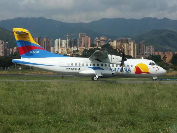 Avión ATR-42 (HK-5104) de SATENA portando su nueva imagen.