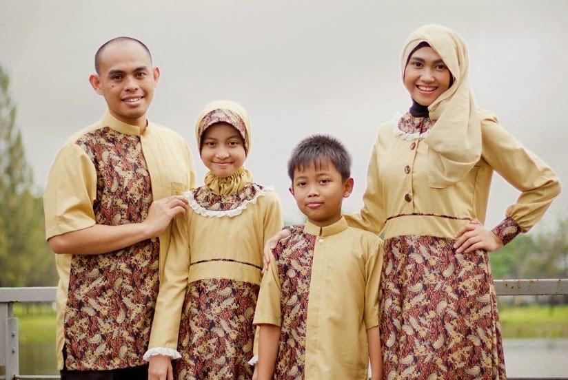 10 Desain Baju Couple Muslim Batik Terbaru 2015