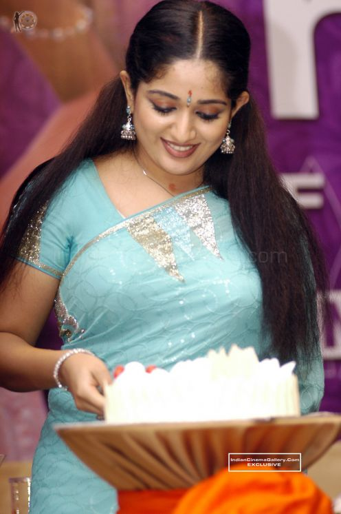 Hot wallpapers kavya madhavan in bra for Kavya madhavan bathroom