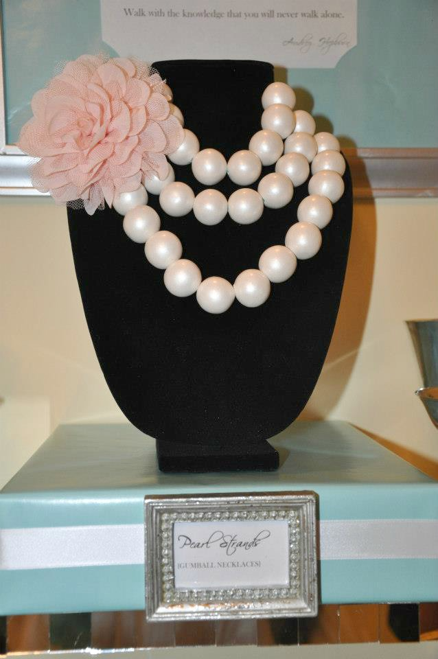Bubblegum pearl necklace on cupcakewishesandbirthdaydreams.com
