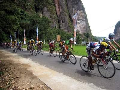 Sepeda-Tour-de-Singkarak-2012-Juni-Etape-2