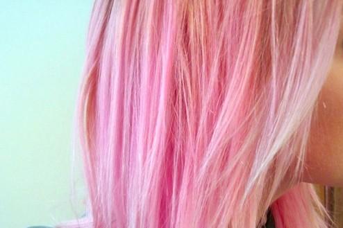cheveux rose pour blonde