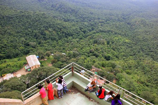 Vistas desde lo alto del Monte Popa