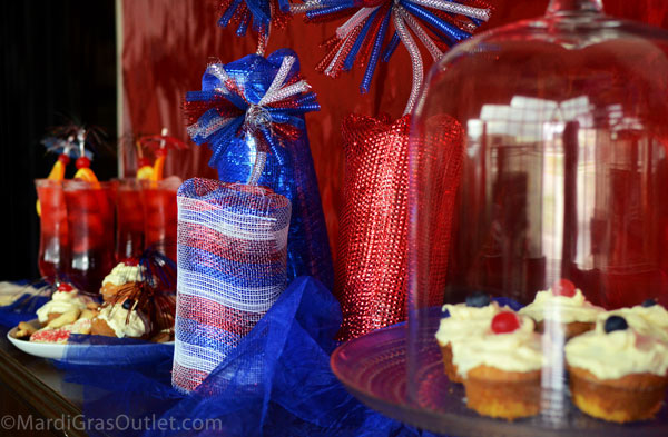 Deco Mesh, Centerpiece, Tutorials, Patriotic, Red White and Blue, Wreaths, Deco Mesh Wreath, How To