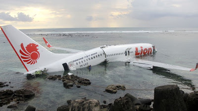 lion air crashes into sea bali airline b737-800 crash water ocean