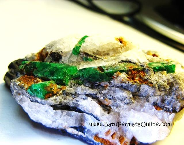 Batu zamrud Rough