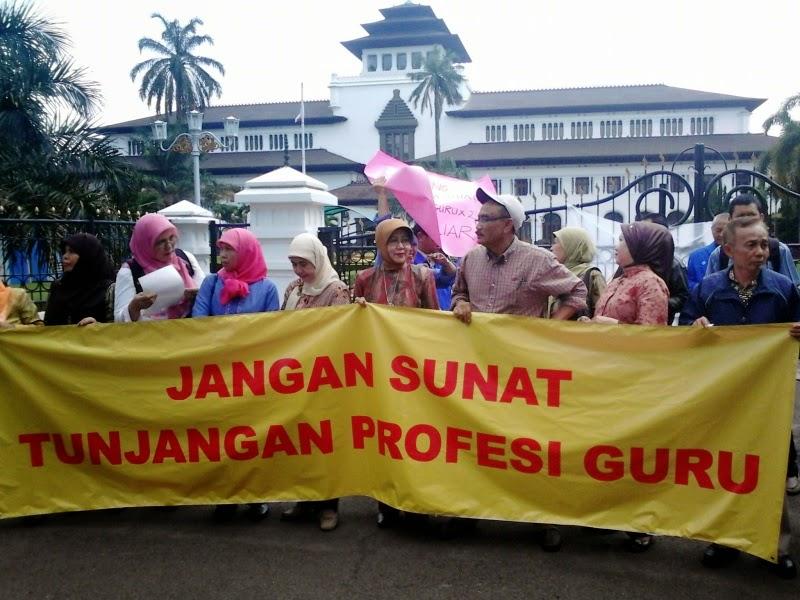 Sistem Sertifikasi Guru Amburadul, Menteri Anies Janji Perbaiki