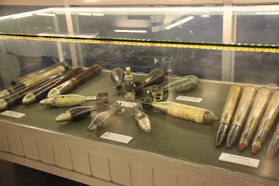 Exposicion de bombas en el museo de la guerra de Vietnam