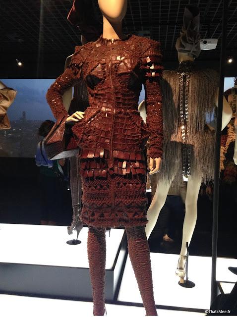 robe en laine et cuir seins coniques orfère Jean-Paul Gaultier, expo JPG Grand Palais