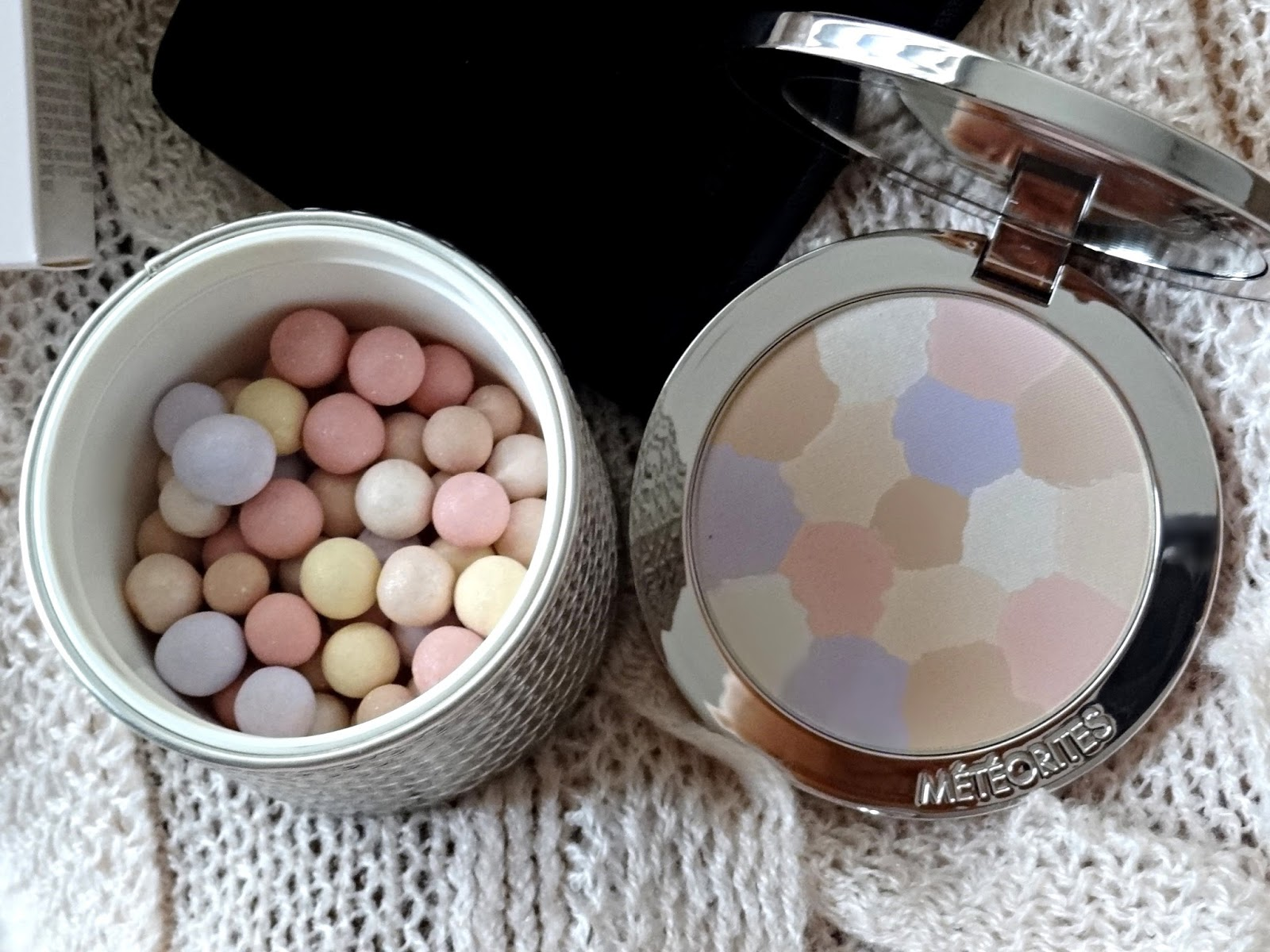 Guerlain Meteorites Compact Medium 03 compared with the Guerlain Meteorites Pearls Medium 03
