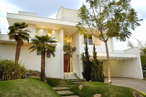 Fachada de casas modernas com jardim