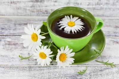 شاي البابونج يستخدم لاسترخاء الجسم والعضلات قبل النوم