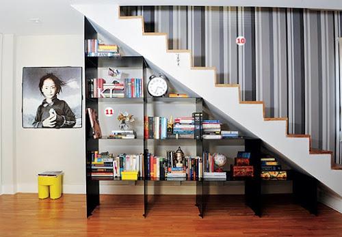 Valorizando o espaço embaixo da escada