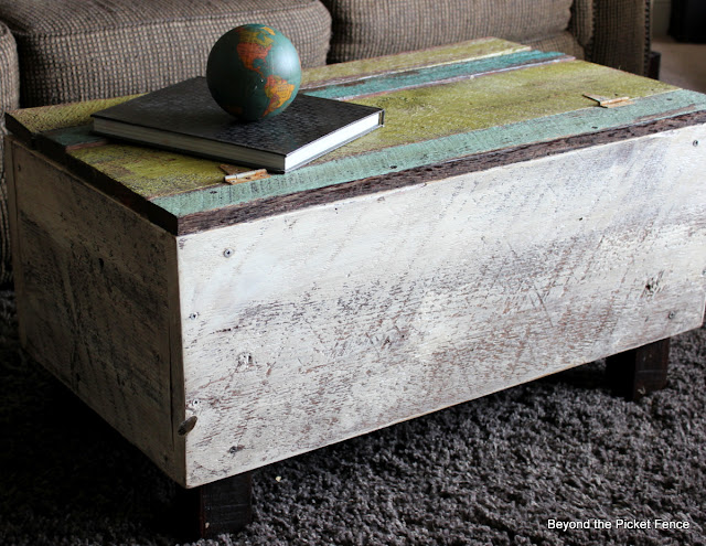 rustic trunk, reclaimed wood, build it, cabin decor, beyond the picket fence, reclaimed wood, trunk, furniture, barn wood, beyond the picket fence, http://bec4-beyondthepicketfence.blogspot.com/2013/05/blanket-chest-and-answers.html
