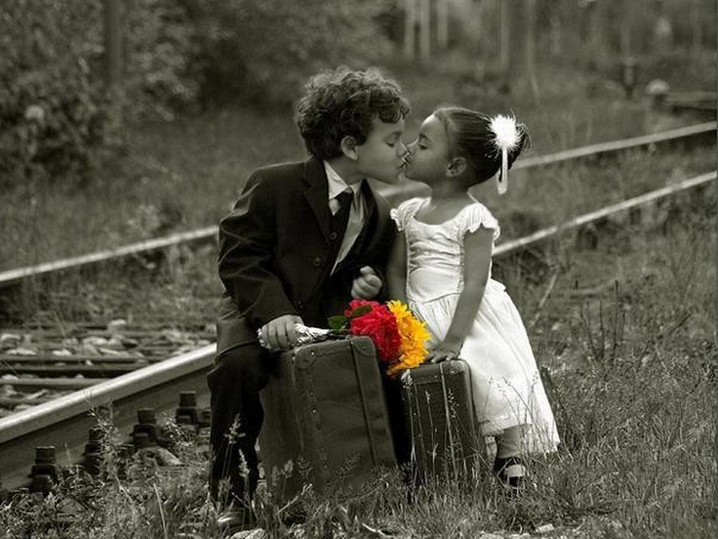 http://1.bp.blogspot.com/-CqmUIfIApGA/Tu4Br50hoiI/AAAAAAAACaA/4Dzrq5884hk/s1600/Love+kiss+kids+wallpaper.jpg