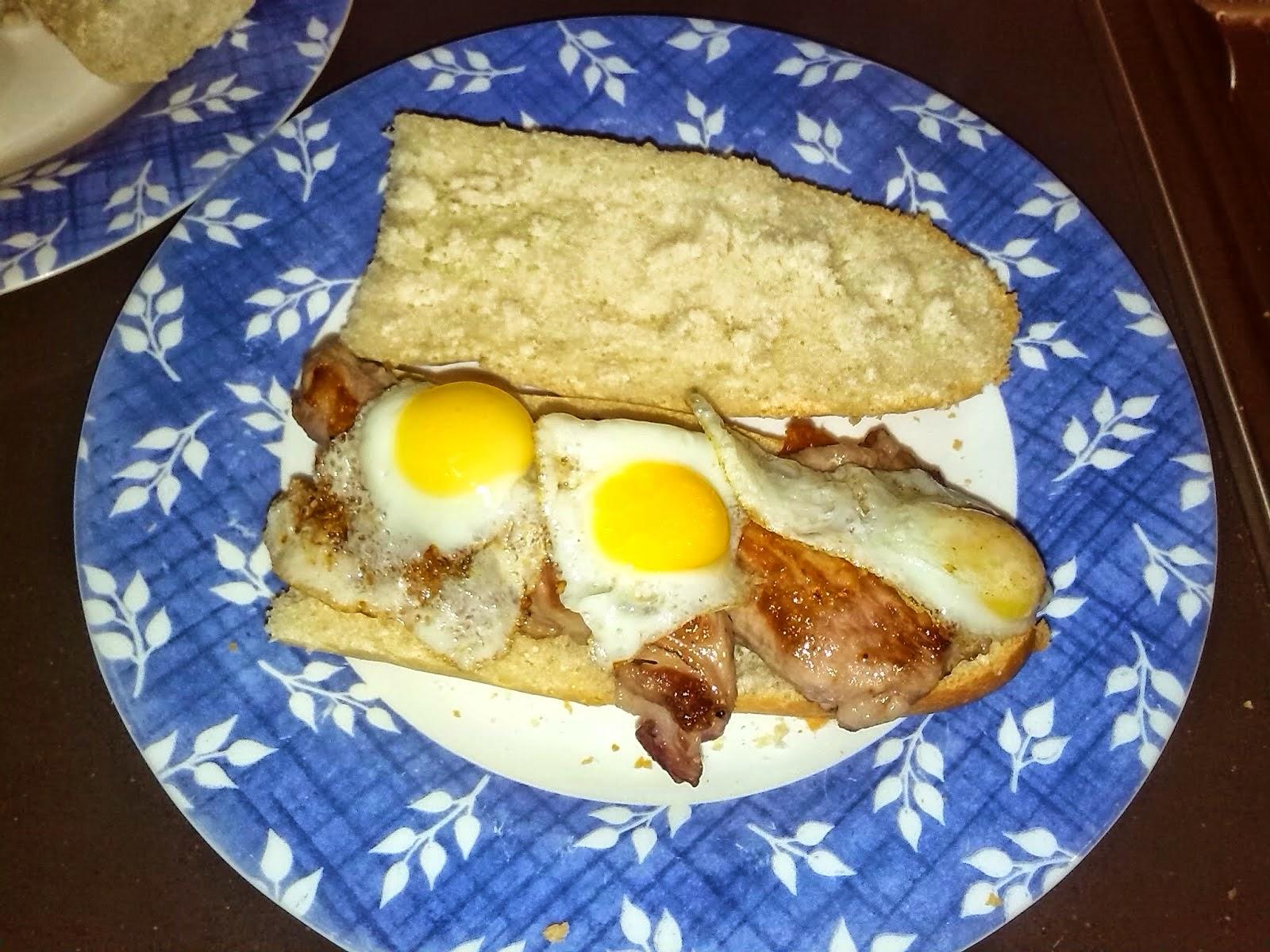 http://lashermanasyunamarx.blogspot.com.es/2014/03/bocata-de-secreto-iberico-y-huevos-de.html