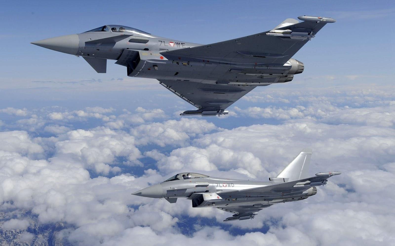 http://1.bp.blogspot.com/-Cqtju0clX1E/UHHrP8s8KBI/AAAAAAAAF1k/JcUCCUgeX4c/s1600/vliegtuig-wallpaper-met-een-foto-van-een-eurofighter-typhoon-gevechtsvliegtuig.jpg