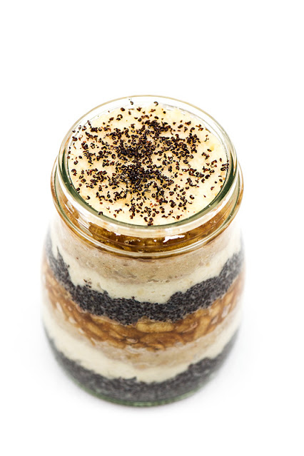 Presna gibanica v kozarčku Raw dessert in jar focus on top